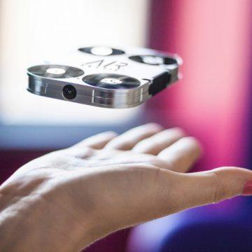 AirSelfie, il minidrone italiano per il selfie, si organizza per il boom mondiale con Clustin