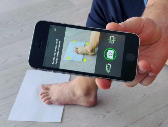 """La risposta digitale di DIS alla crisi COVID-19 del settore calzaturiero: la app che """"scannerizza"""" i piedi e fa le scarpe su misura senza uscire da casa"""