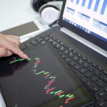 E' boom in Italia delle piattaforme di trading online ma il 90% degli utenti rischia di perdere tutti i risparmi. L'analisi della startup cover-trading